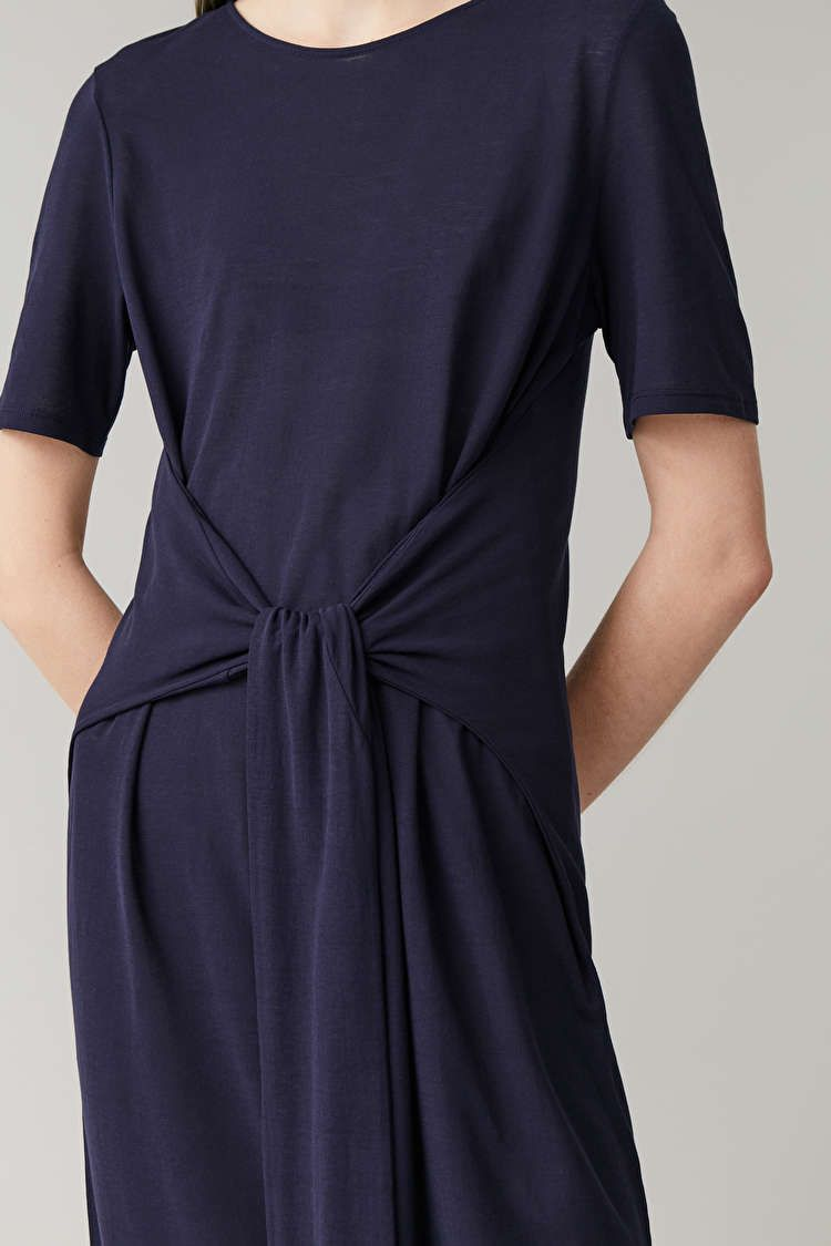 Navy Wrap Dress Outfit Idéer