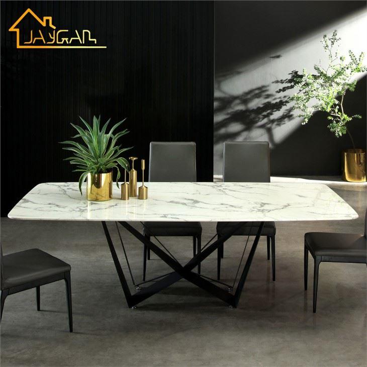 Raffinerat bord av glas och marmor