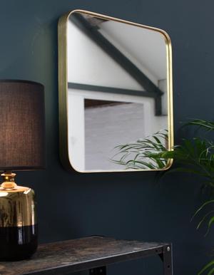 Samtida speglar med förstoringsglas från idealisk standard