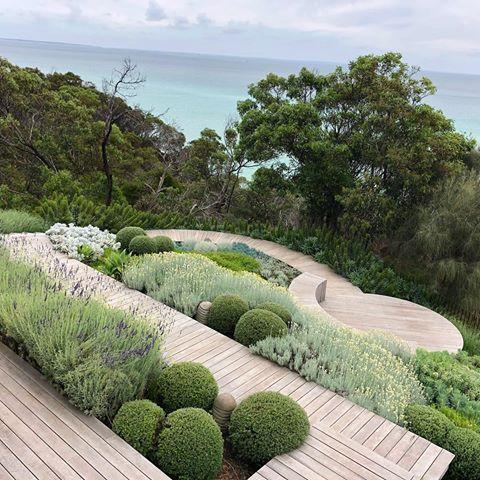 Snygg modern trädgård och terrassdesign av Nathan Burkett