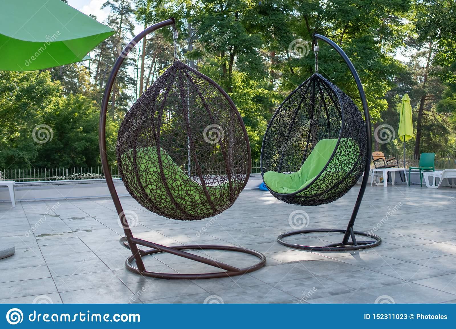Sommar utomhus hängande stolar