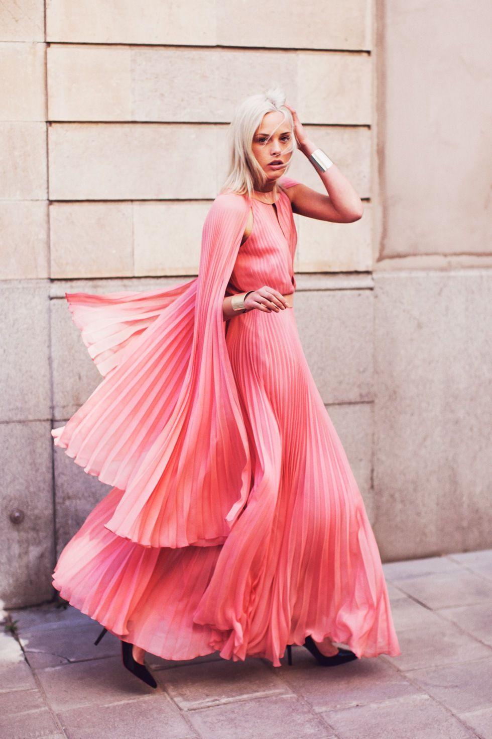 Stilinspiration med rosa klänning