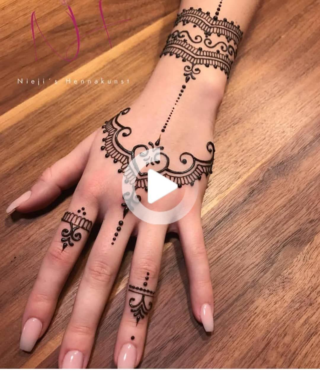 Vackra Henna Tattoo Designs för kvinna