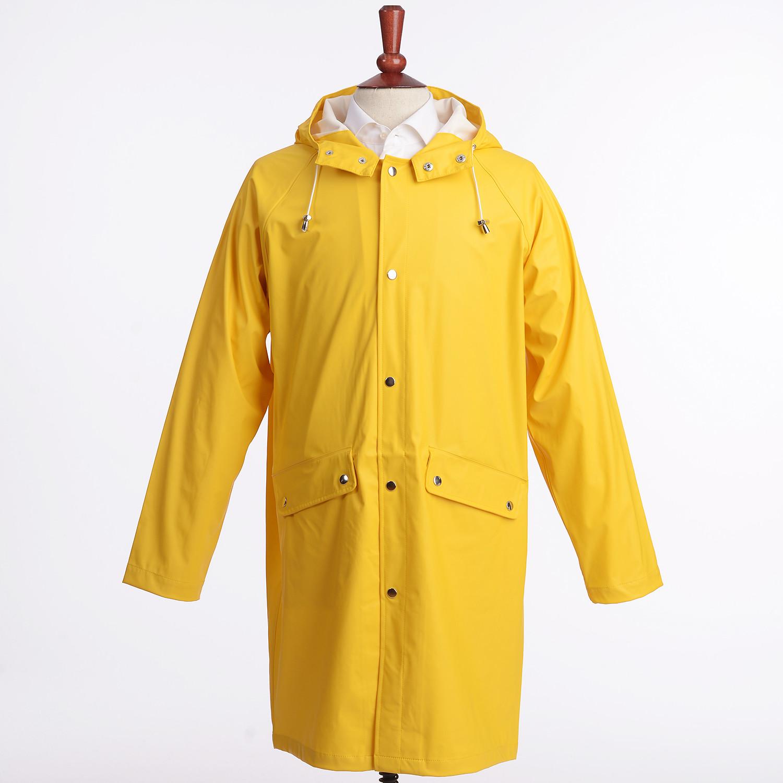 Vad du ska ha på dig med gul regnrock