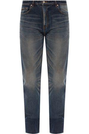 Vit nödställda jeanskläder