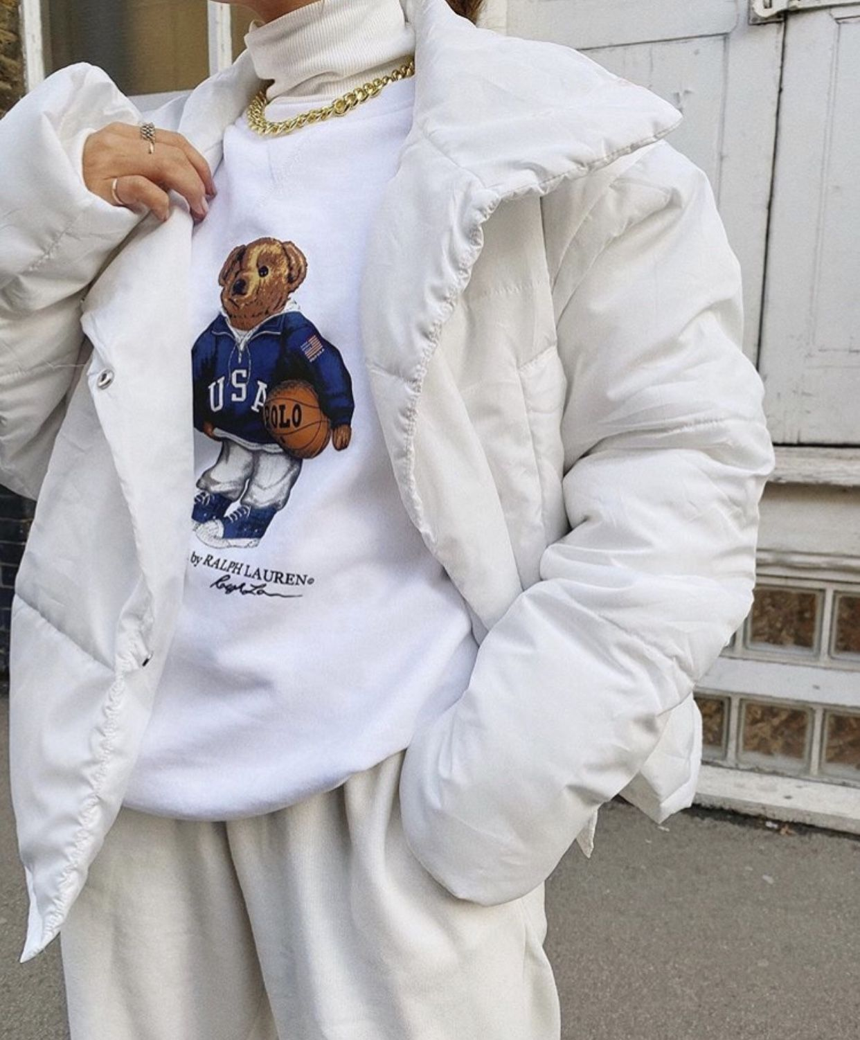 White Windbreaker Outfit Idéer